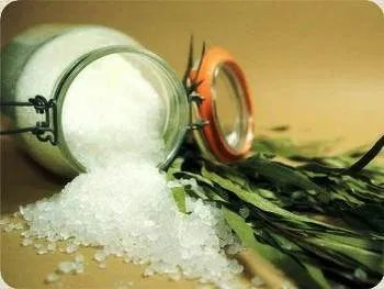 Пряные травы и морская соль
