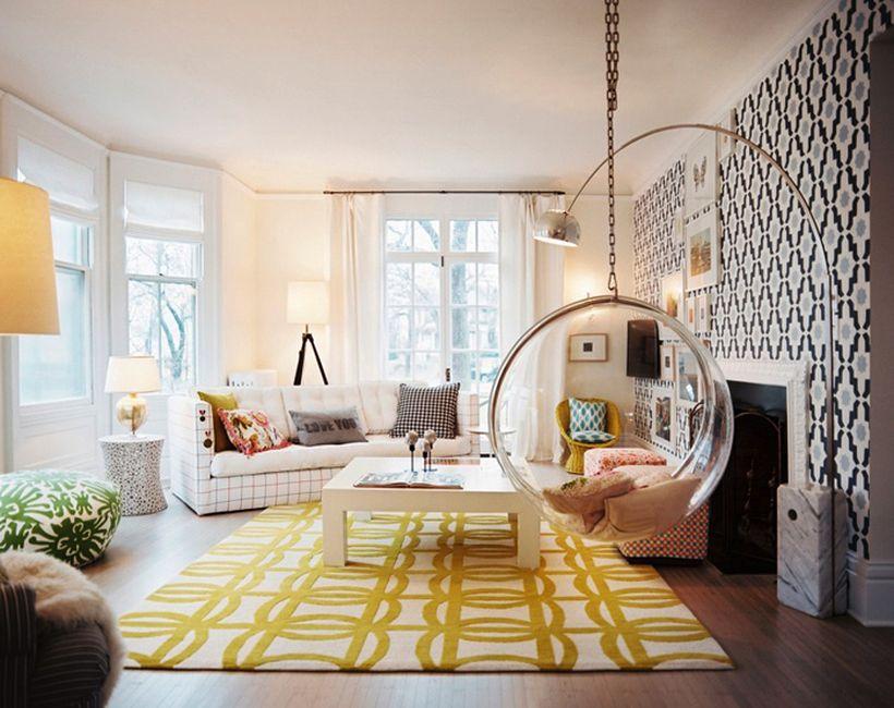 Подвесное кресло в маленькой гостиной