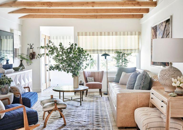 Как обустроить маленькую гостиную комнату