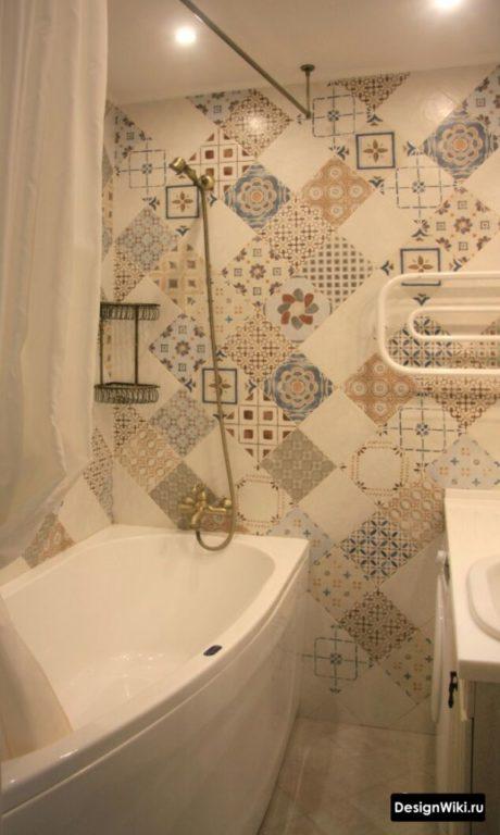 Акцентная стена пэчворк в ванне в хрущевке
