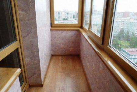 Финишная отделка пола на балкона