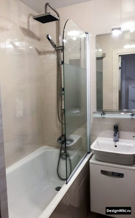 Складная стеклянная шторка для ванны в хрущевке
