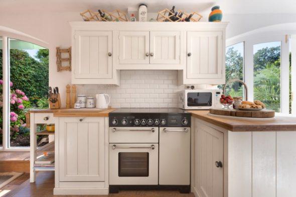 Угловой набор для маленькой кухни