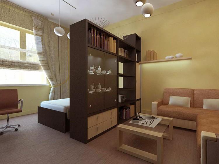 Фото кровати и дивана в одной комнате, разделённой шкафом